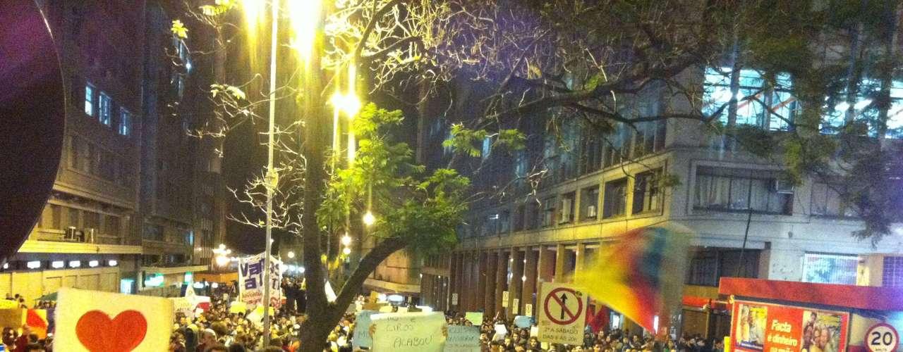 17 de junho Em Porto Alegre, policiais e manifestantes entraram em confronto na noite de hoje