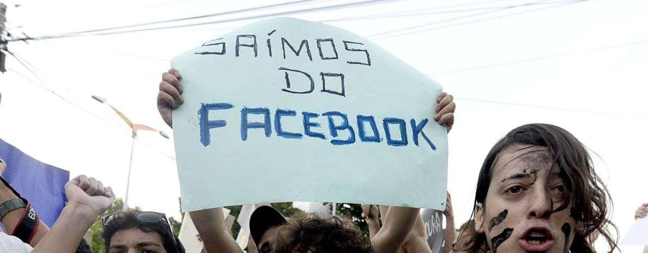 17 de junho - Milhares de pessoas foram às ruas nesta segunda-feira para protestar em Fortaleza (CE)