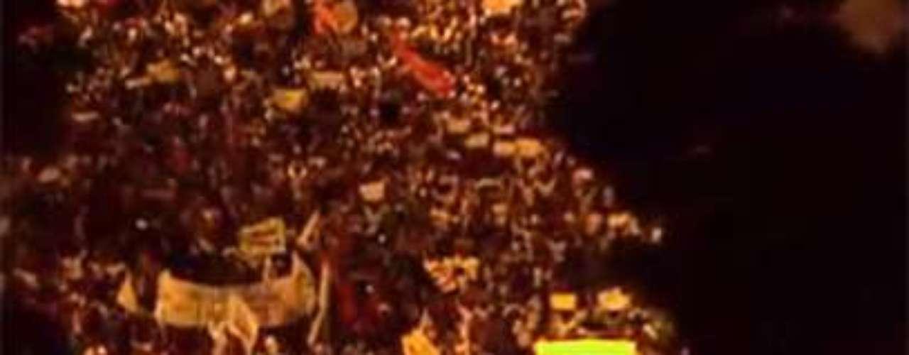 17 de junho Milhares de manifestantes fazem passeata no Rio de Janeiro contra o aumento das tarifas