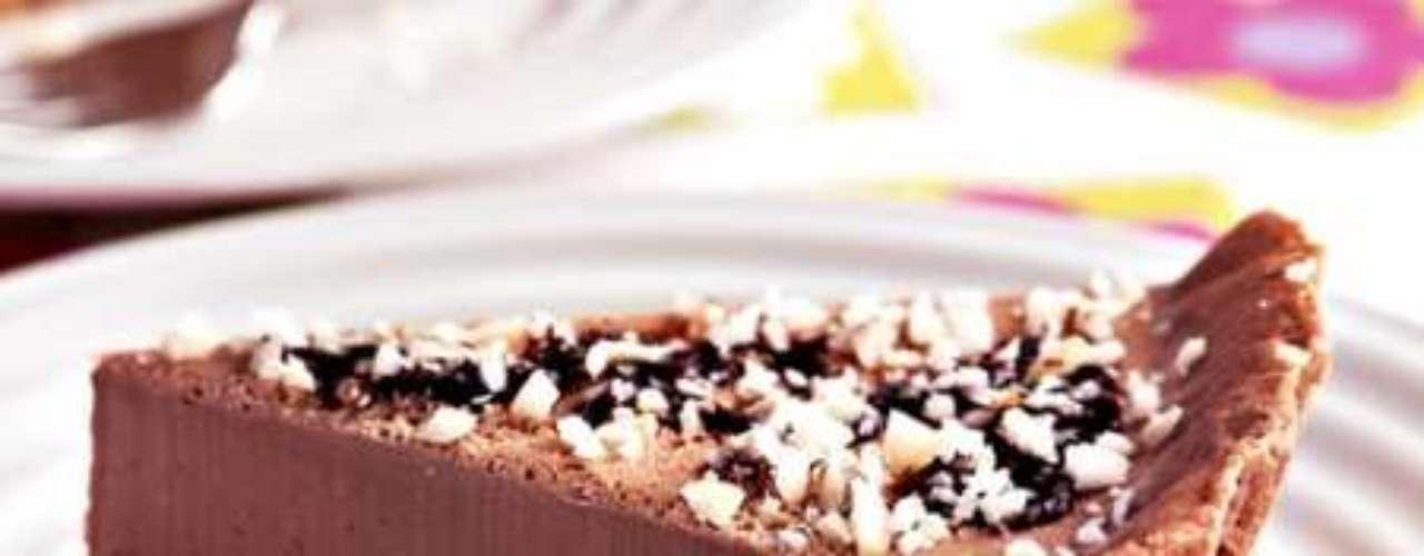 Torta de chocolate com castanha-do-pará.