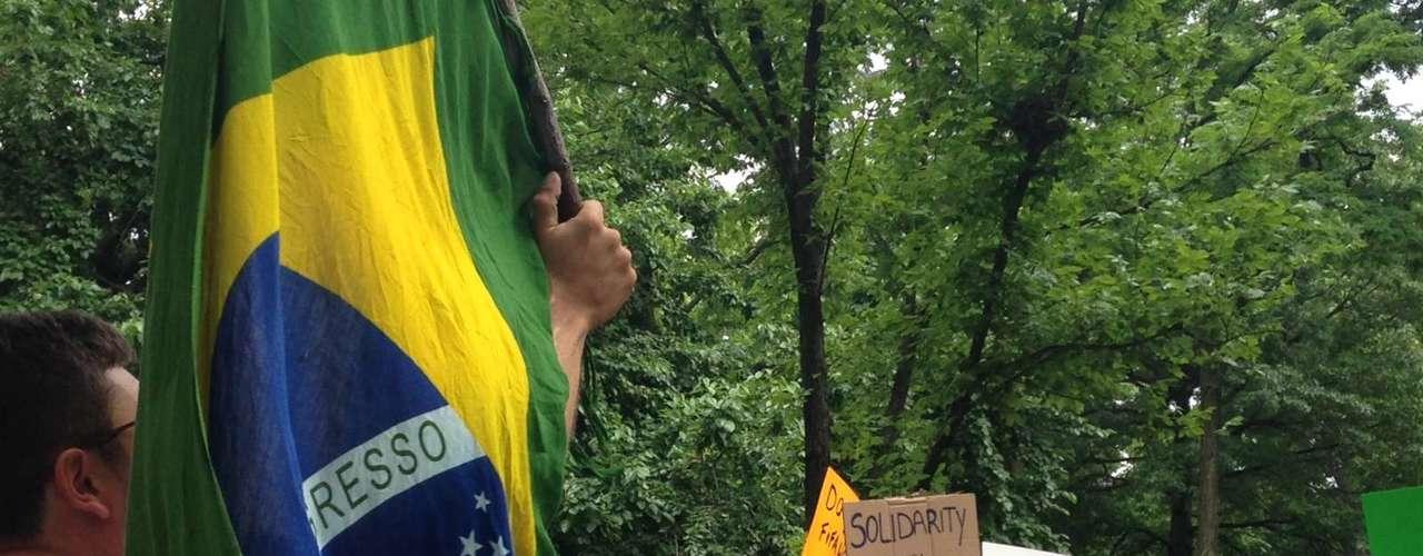 16 de junho -Em solidariedade aos protestos no Brasil, manifestantes fizeram ato em Nova York