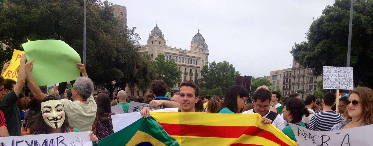 18 de junho - Recente contratação do Barcelona, o atacante Neymar foi convocado pelos manifestantes a se unir aos protestos populares