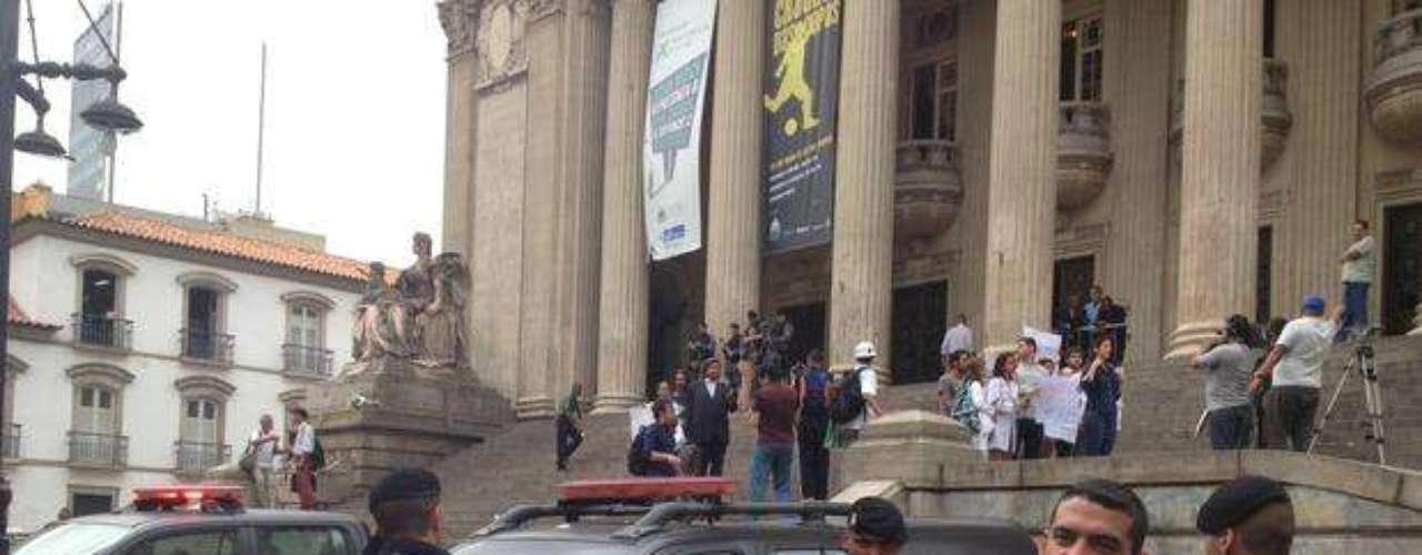 18 de junho - Um dia após confronto e depredação, policiamento na Assembleia do Rio de Janeiro foi reforçado