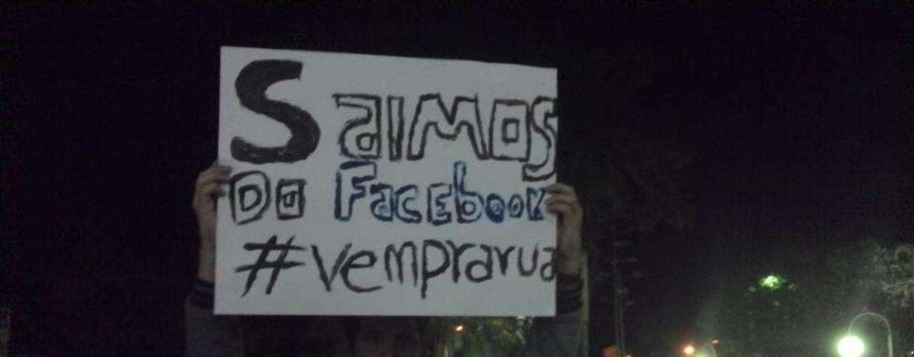 17 de junho - Em Tupã, no interior de São Paulo, pessoas também participaram do movimento \
