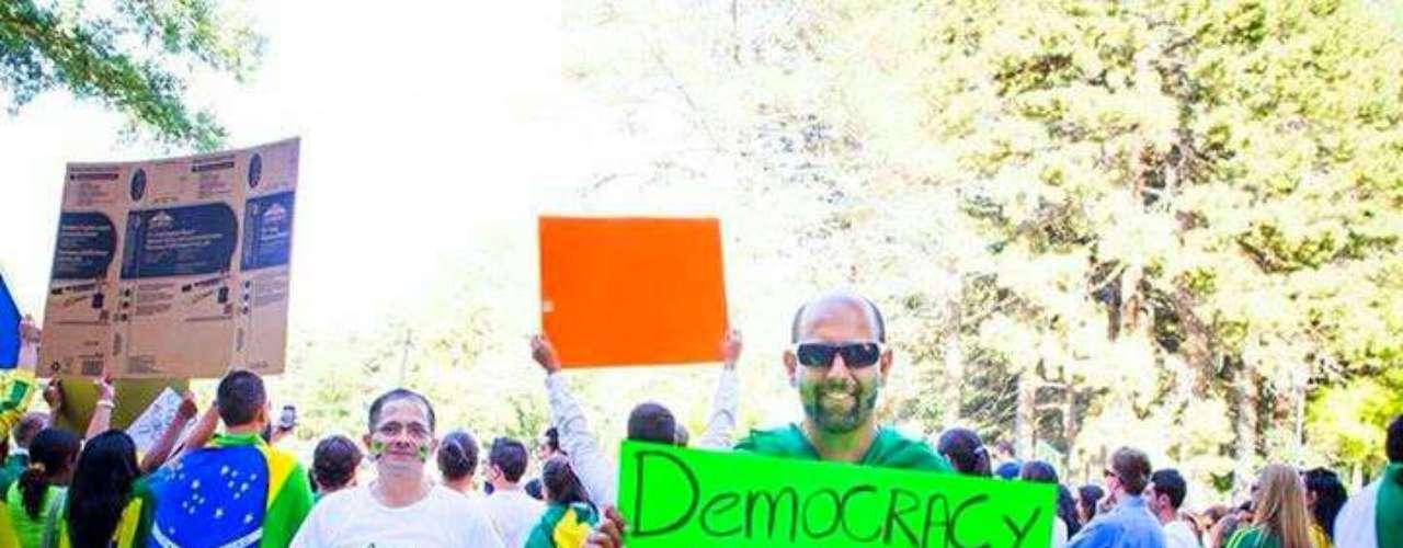 18 de Junho - Mais de 300 pessoas participaram de uma manifestação no Liberty Park em Salt Lake City, no Estado de Utah, nos EUA. O protesto começou por volta das 17h (horário local) e durou por volta de duas horas