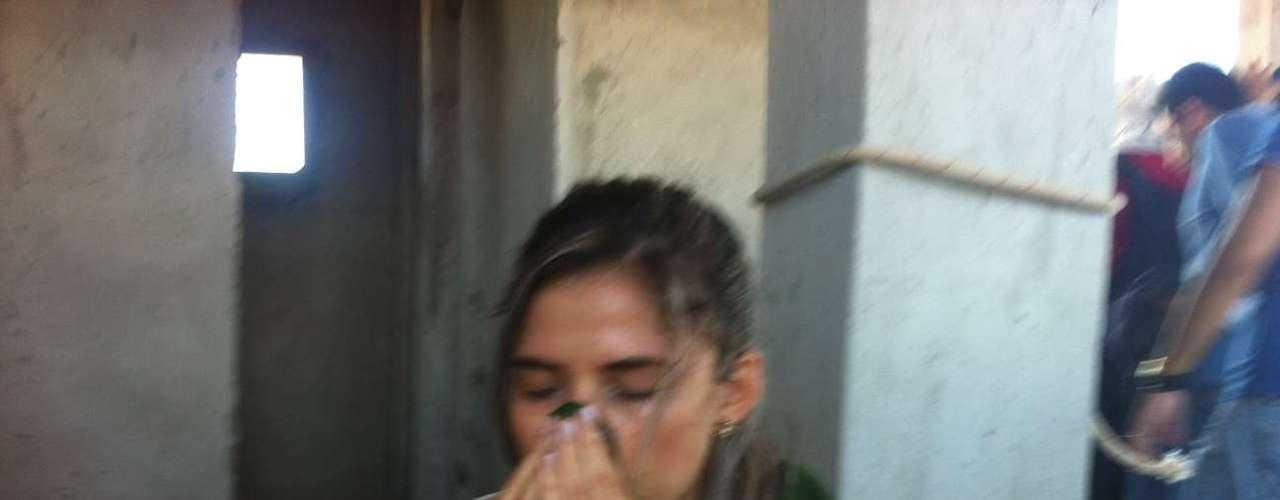 Manifestante tenta se recompor após uso de gás lacriomogêneo