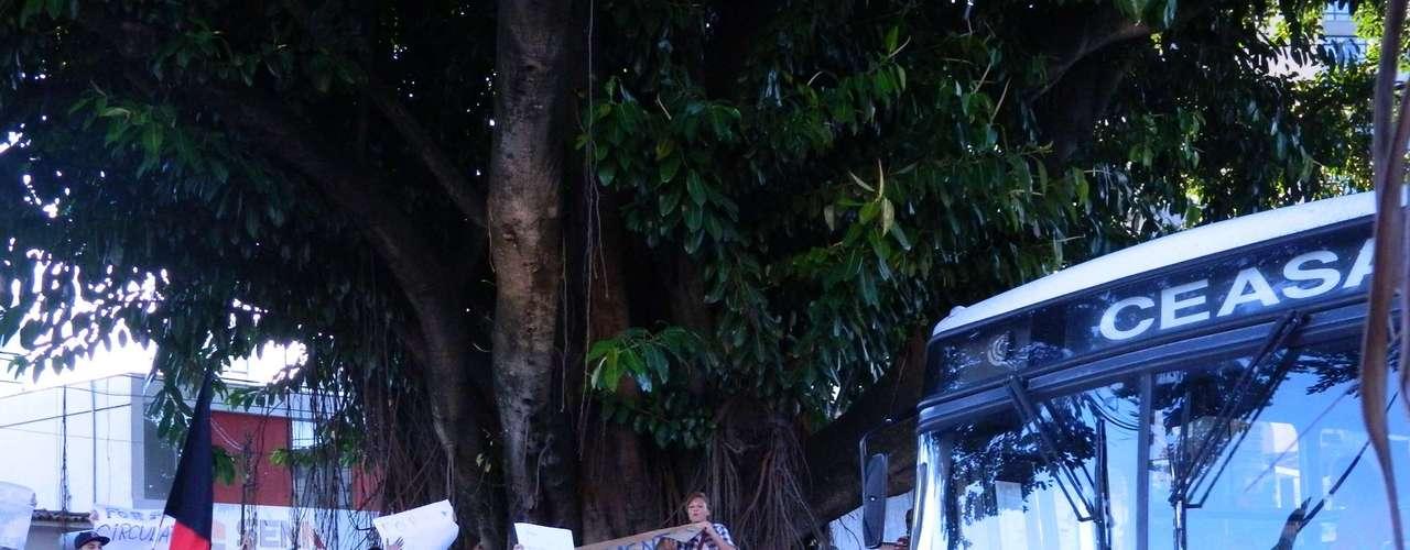 18 de junho - O protesto em Marília foi organizado ontem pelas redes sociais