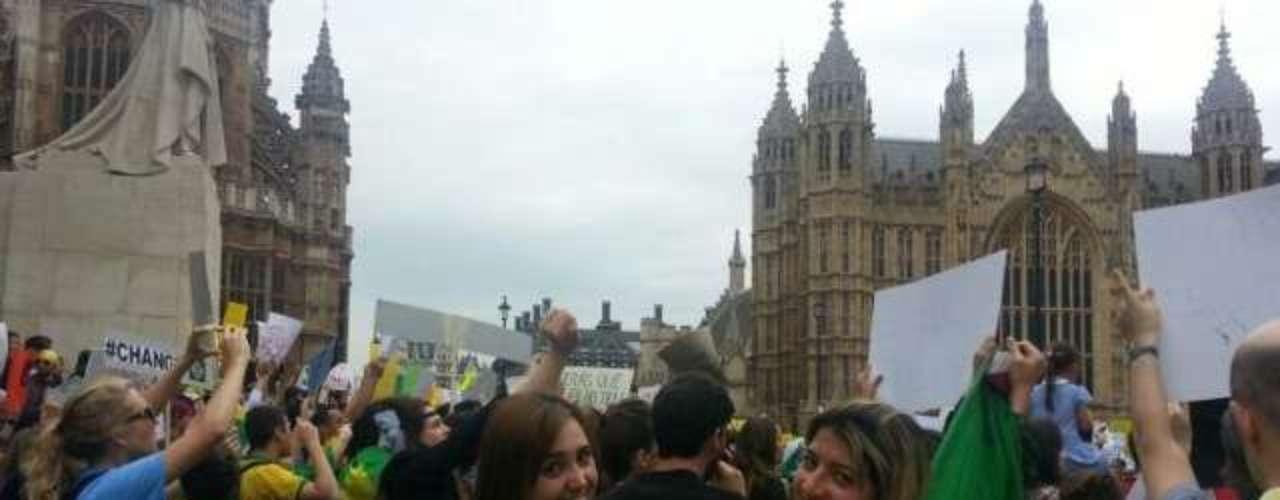18 de Junho -Protestoorganizadopor brasileiros que moram em Londres reúne centenas de pessoas