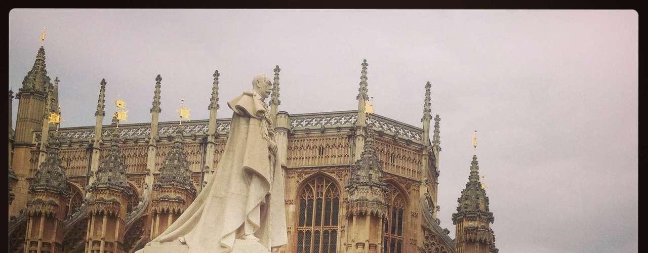 18 de Junho -Grupo se reuniu ao lado do Palácio de Westminster, o prédio do Parlamento