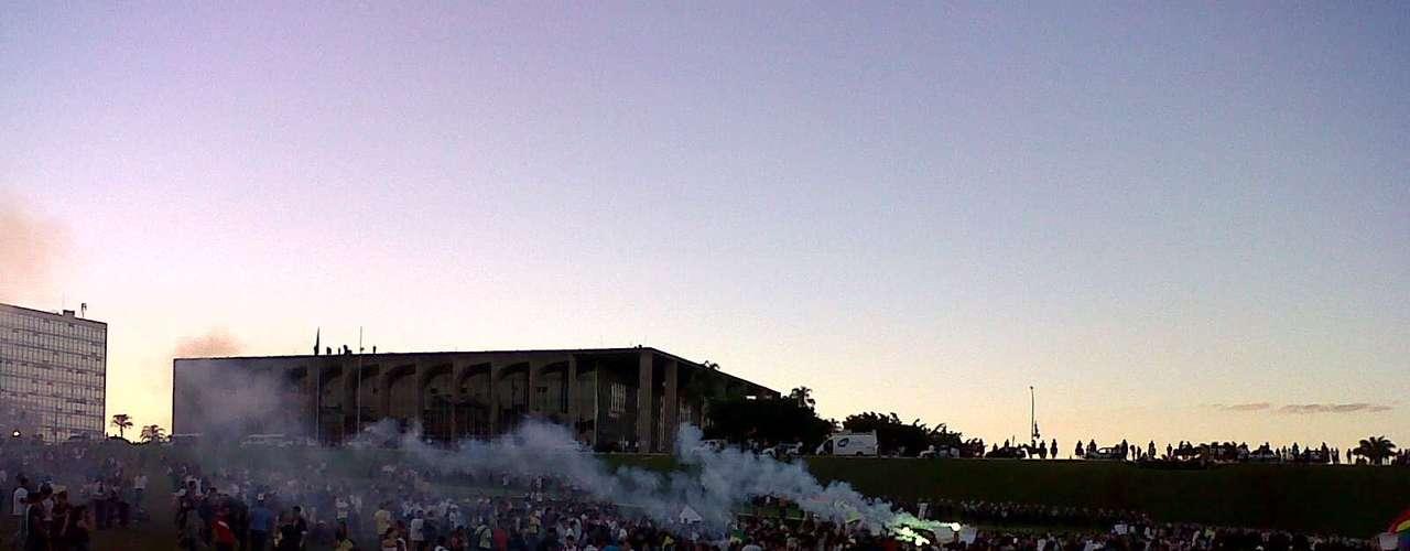 20 de junhoManifestantes começam a ocupar o Congresso, em Brasília