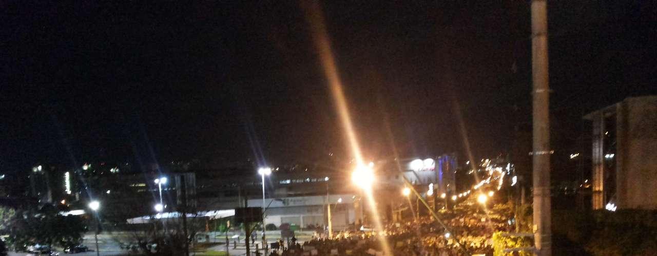 20 de junho Manifestantes marcham em protesto pelas ruas de Manaus (AM). O ato ocorreu em duas correntes, e uma delas acabou em confronto com a Polícia Militar depois de depredar e tentar invadir a prefeitura por mais de 40 minutos