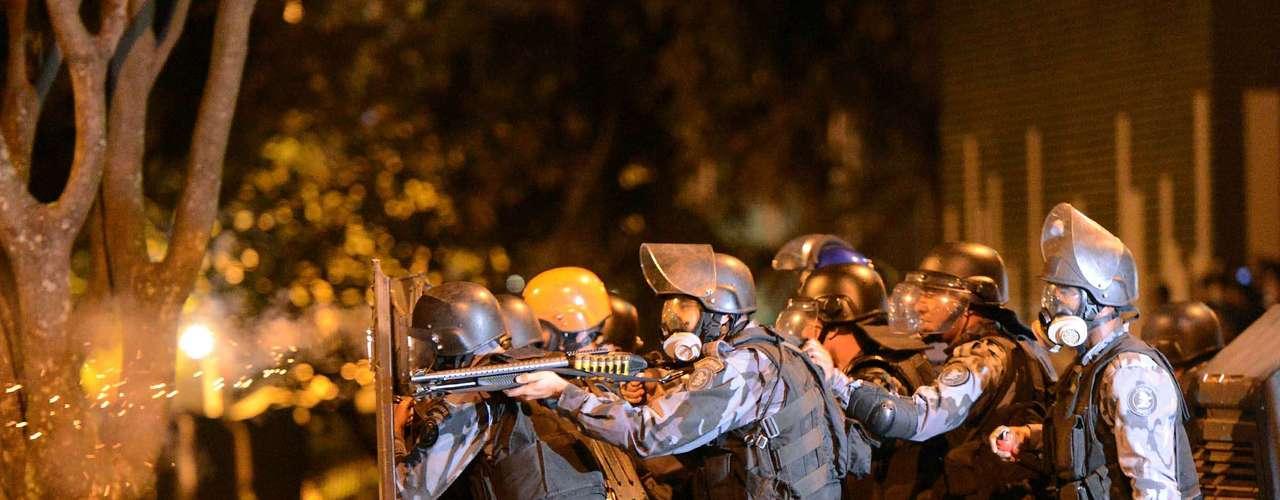 20 de junho Policiais militares entram em confronto com manifestantes durante o protesto no Rio de Janeiro