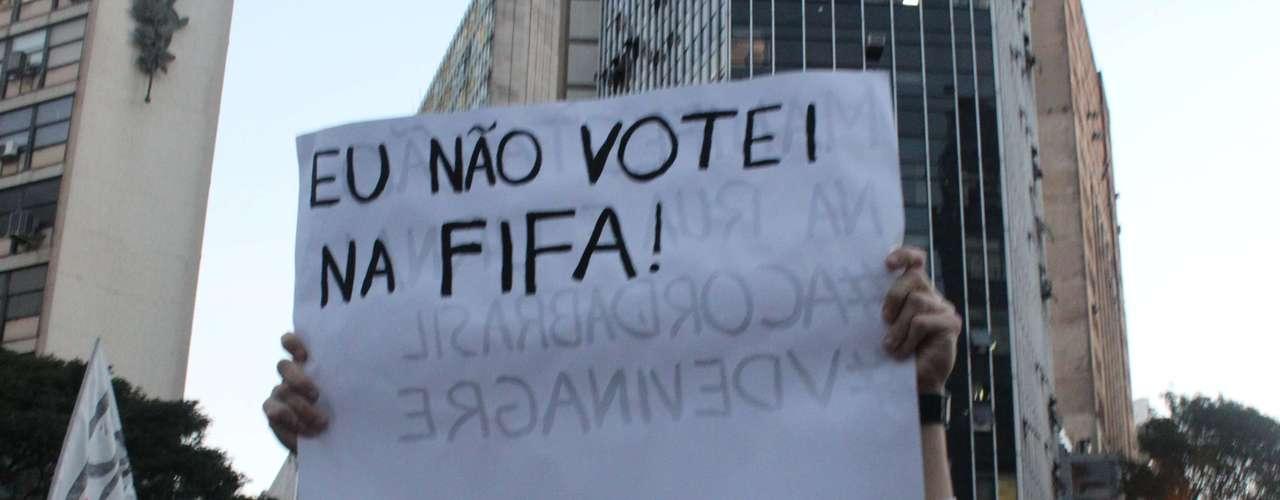 A população mineira e brasileira decidiu se revoltar com os gastos excessivos com a Copa do Mundo de 2014, que será realizada no País