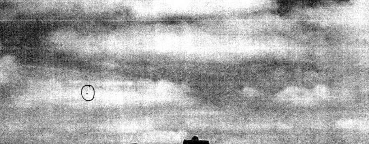 Os Arquivos Nacionais do Reino Unido divulgaram nesta sexta-feira o décimo e último lote de documentos da secretaria de óvnis do Ministério da Defesa que haviam permanecido secretos. São 4,4 mil páginas com registros feitos entre o final de 2007 e novembro de 2009 (quando o órgão foi fechado). Entre os registros curiosos estão a imagem doque seria um óvni sobre Stonehenge.-