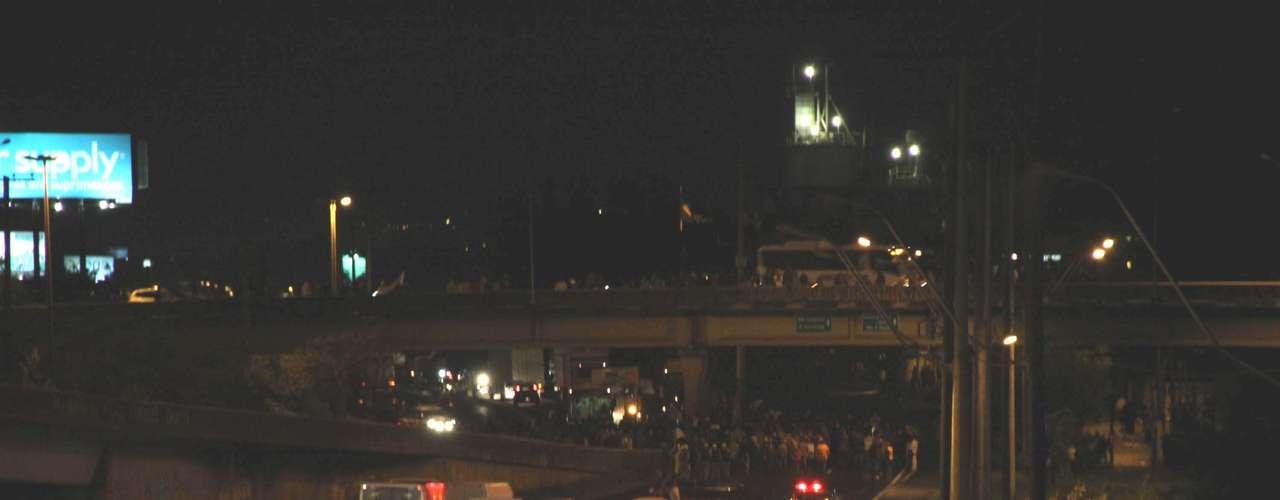21 de junho -  Em Esteio (RS), o Comando de Policiamento Metropolitano (CPM) bloqueou a BR-116 por volta das 19h30 para permitir a passagem de um grupo de manifestantes