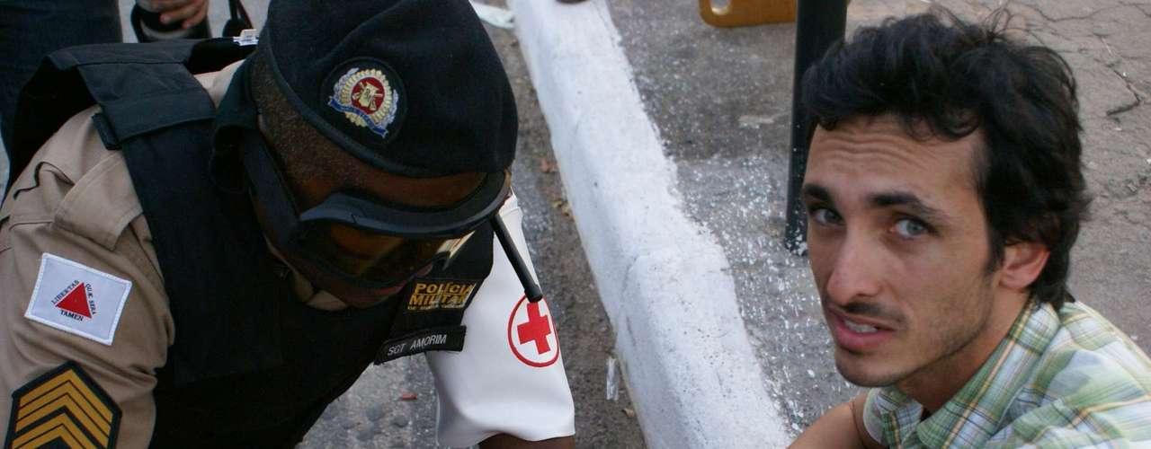 22 de junho -Feridos foram atendidos no meio da rua