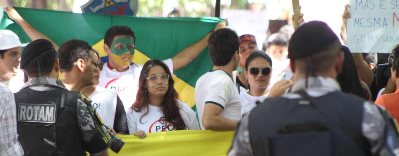 22 de junho Acompanhados de 120 policiais, manifestantes terminaramato na sede do Ministério Público Estadual, que fica em frente à prefeitura de Belémpalco de conflitos no protesto de quinta-feira.