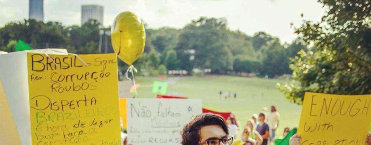 22 de junho - A manifestação, intitulada Atlanta por um Brasil Melhor, levou cerca de 500 pessoas ao parque Piedmont, localizado no centro da cidade