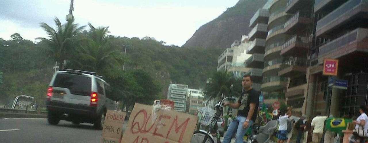 25 de junho - Grupo acampado em frente ao apartamento de Cabral ganha o apoio de motoristas