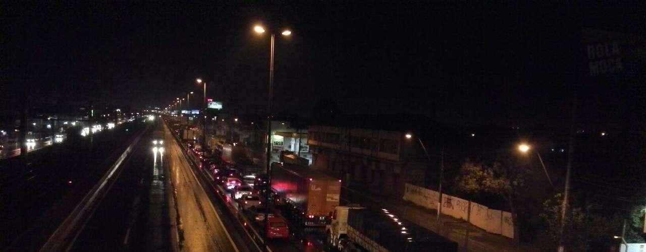 24 de junho -Manifestação deixou o trânsito carregado na BR-116, em Canoas, nesta segunda-feira