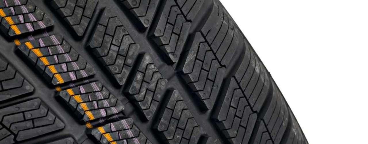 Dentro dos pneus até partes de metal existem, como os talões feitos de aço, que são responsáveis pela fixação