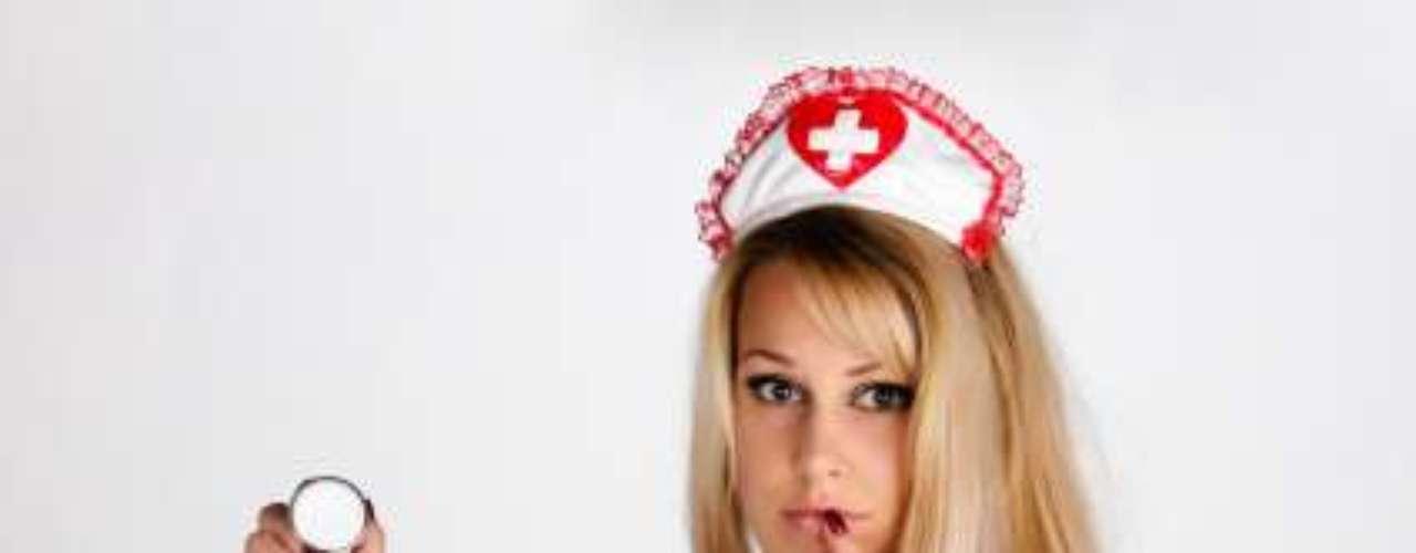 12. Sala de cirurgia, no hospital Pode-se imaginar que, na fantasia, o paciente estava carente e necessitava de cuidados médicos