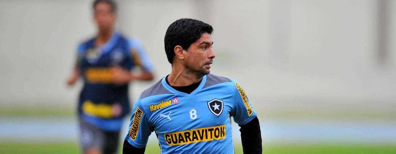 Experiente volante Renato será opção no banco de reservas para o treinador Oswaldo de Oliveira, que pediu reforços para suprir as saídas deFellype Gabriel e Andrezinho
