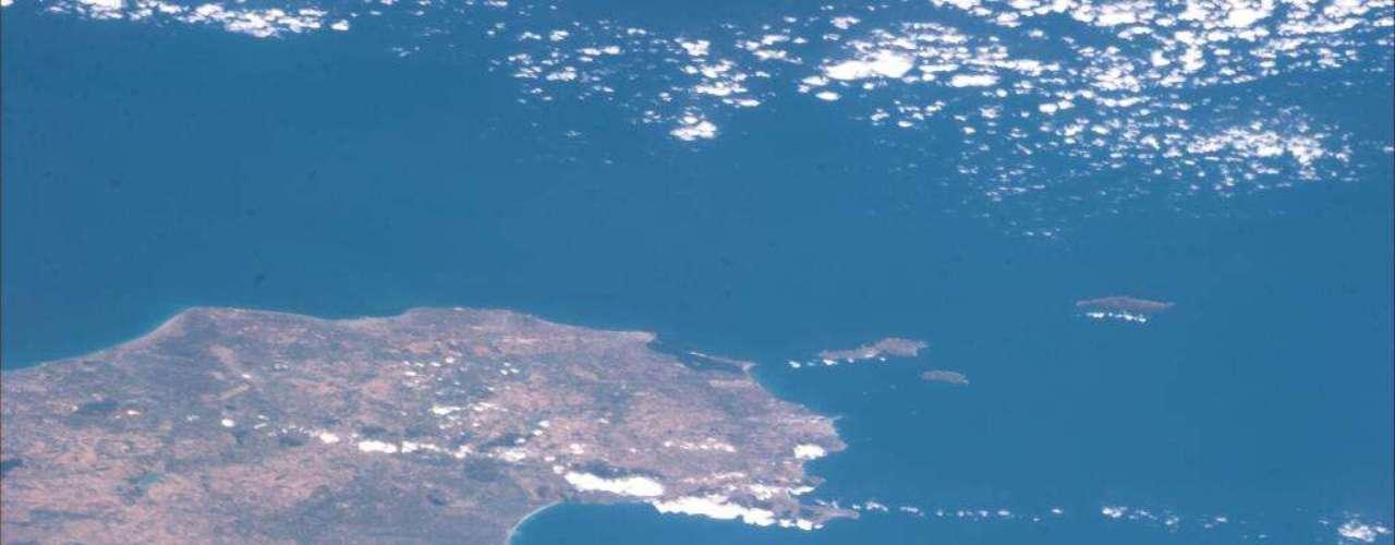 Luca Parmitano capturou ainda essa imagem do Golfo de Palermo e das ilhas Égadi