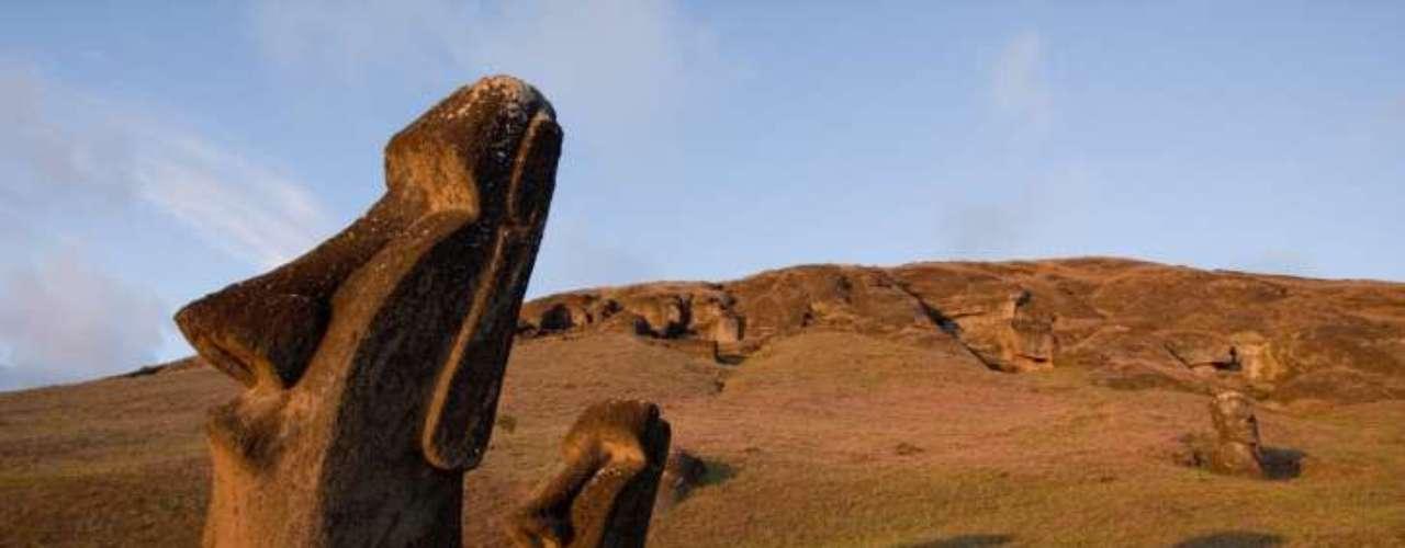 6.Ilha de Páscoa, Chile Situada a mais de 3 mil km do litoral do Chile continental, a Ilha de Páscoa atrai turistas do mundo inteiro