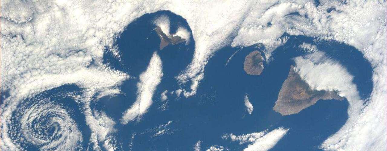 A astronauta americana Karen L. Nyberg fotografou uma estranho padrão de nuvens sobre as Ilhas Canárias no dia 7 de julho