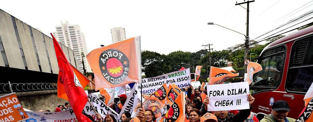São Paulo O governo de São Paulo conseguiu na Justiça uma liminar que impede a paralisação dos funcionários da Companhia do Metropolitano de São Paulo (Metrô) nos horários de pico