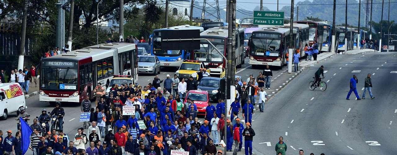 São Paulo Cerca de 100 PMs faziam o policiamento no protesto na região central de São Paulo