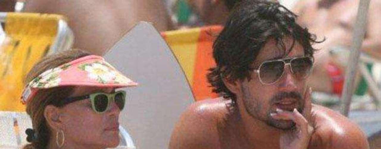 Susana curte praia com o namorado, Sandro Pedroso, em dezembro de 2009