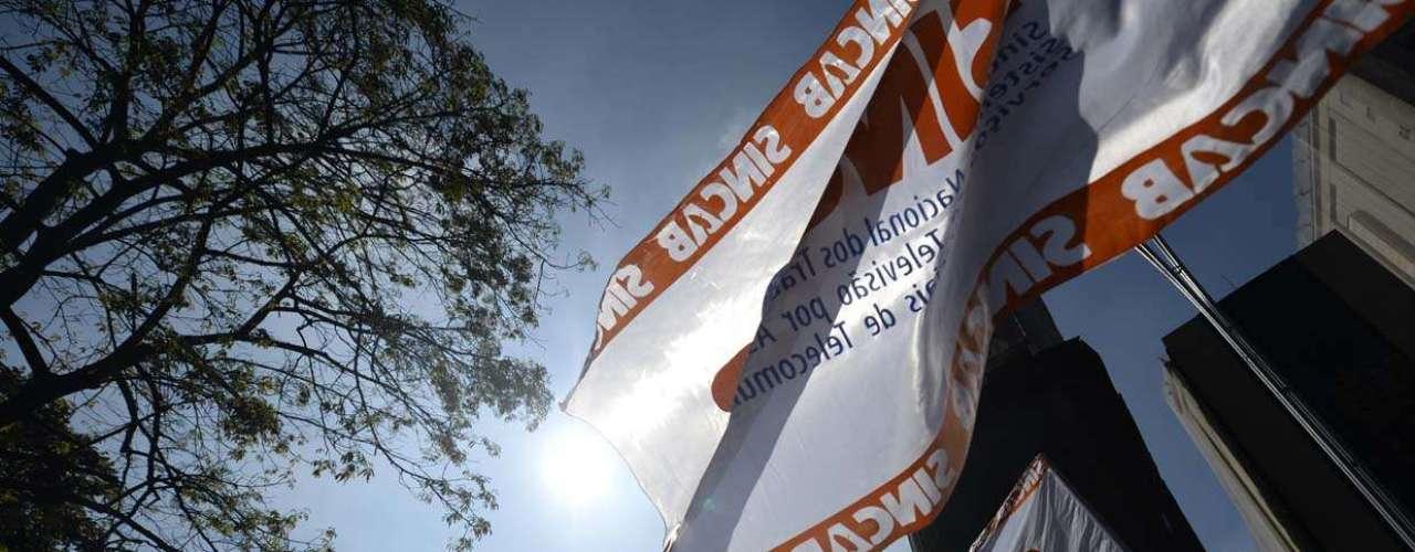São Paulo Uma das características das manifestações comandadas por sindicatos é a presença de diversas bandeiras de diferentes agremiações