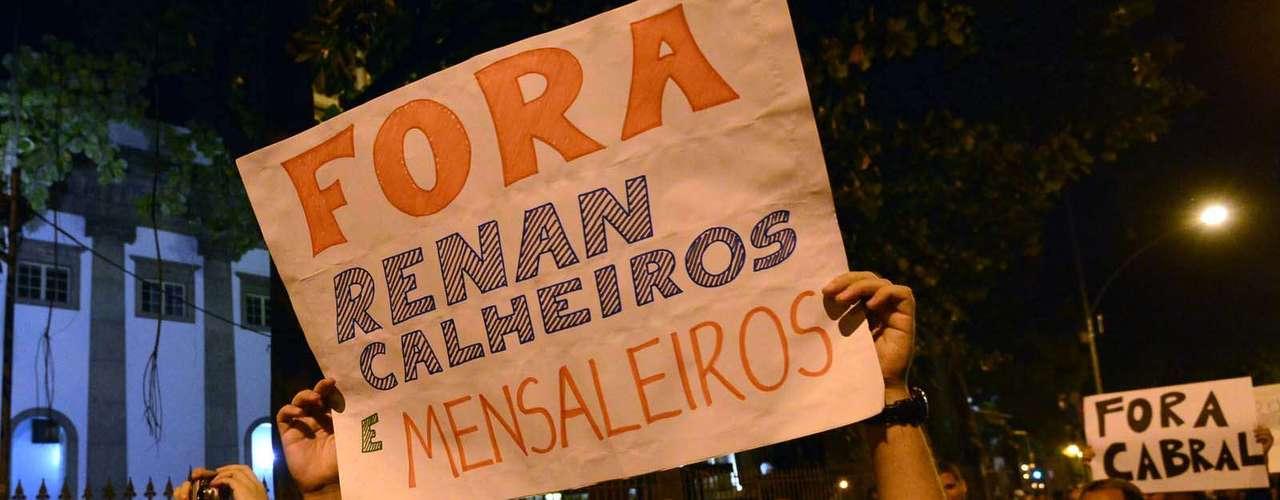 11 de julho -Manifestantes se concentraram no Largo do Machado, na zona sul do Rio de Janeiro, para um protesto que tem como principal alvo o governador do Estado, Sérgio Cabral (PMDB)