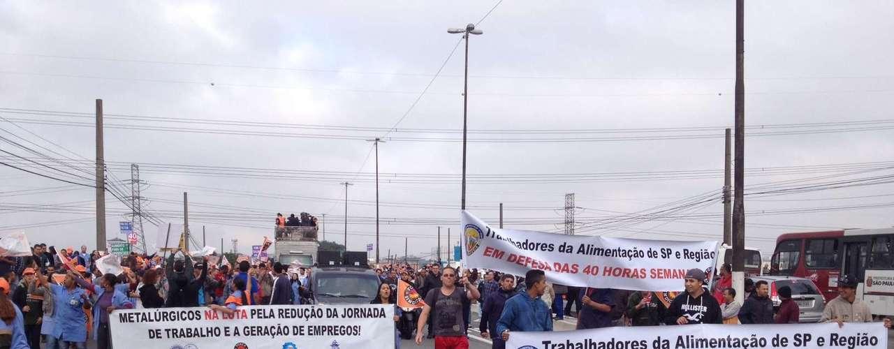 São Paulo Manifestantes foram até a Ponte do Socorro, na zona sul de São Paulo