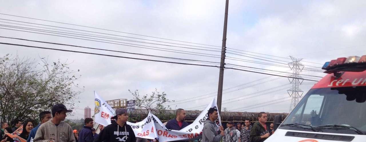 São Paulo Além de bloqueios nas cidades, os sindicalistas interromperam ao menos 13 estradas pelo País