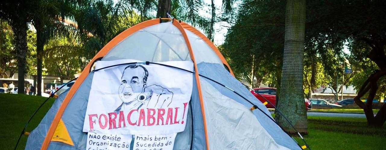 Rio de Janeiro Durante o protesto, grupo pediu a saída do governador do Rio, Sérgio Cabral