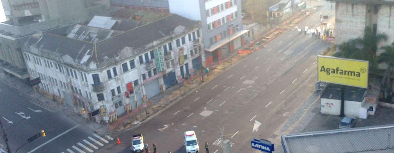 Porto Alegre EPTC desvia o trânsito na avenida Júlio de Castilhos, na capital gaúcha; a via está localizada nas proximidades da estação rodoviária e do acesso à Castelo Branco