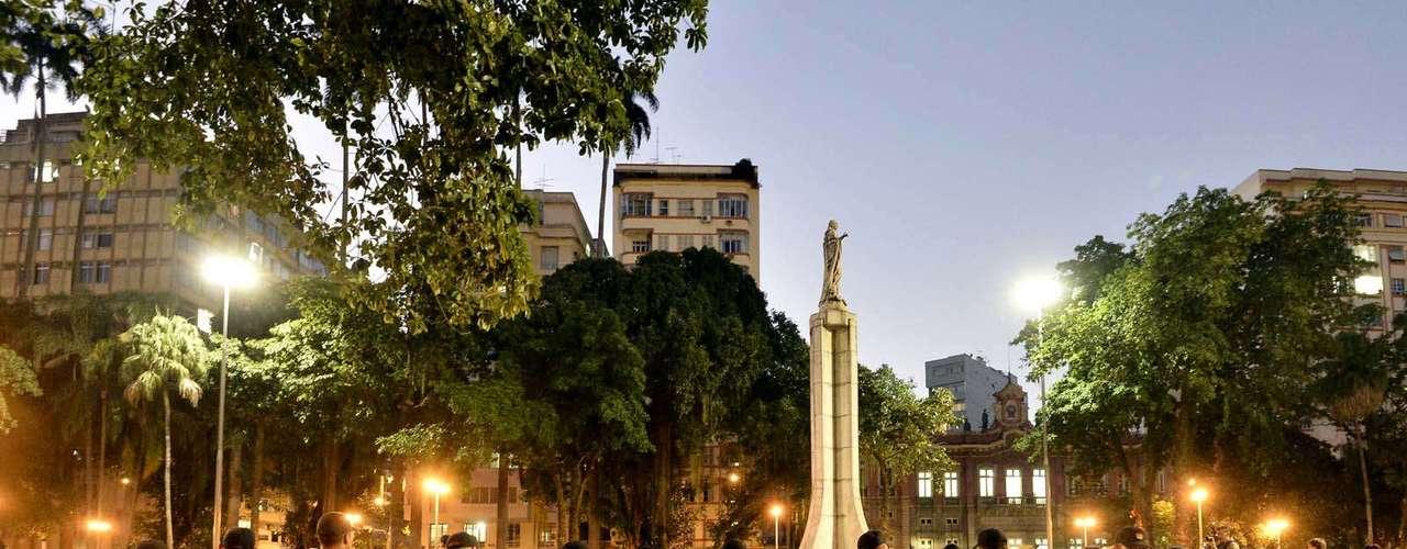 11 de julho -A PM reforçou o efetivo no Largo do Machado. Um outro grupo de policiais ampliou a segurança no entorno do Palácio Guanabara, que está cercado por grades