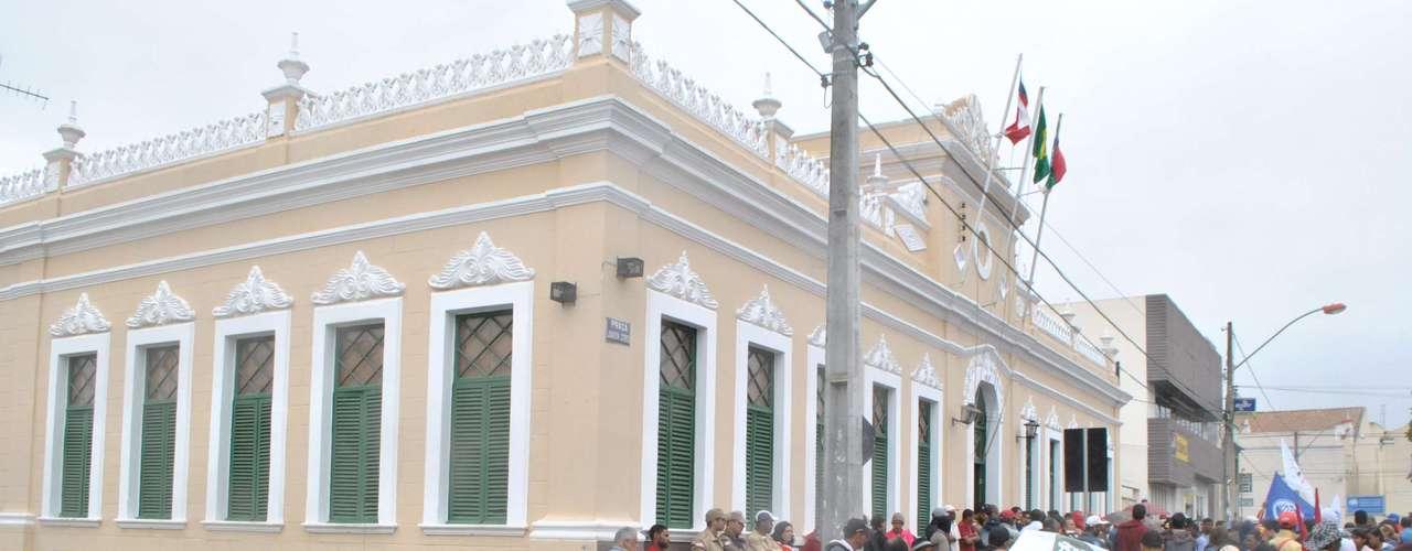 Vitória da Conquista Manifestantes reivindicam melhorias no transporte público, investimento em saúde e educação e rapidez na reforma agrária