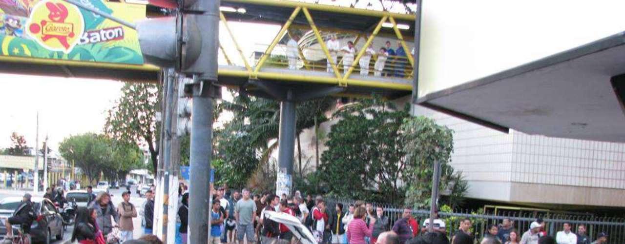 Vila Velha Parte dos funcionários de uma fábrica de chocolates paralisaram atividades durante protesto nesta quinta-feira