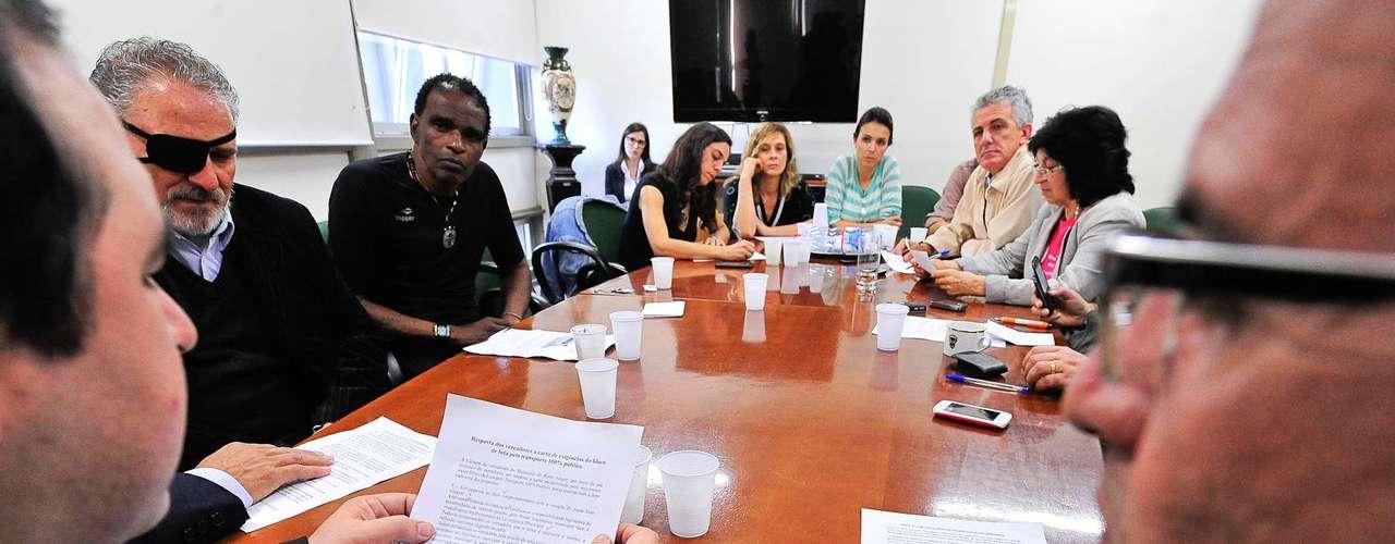 12de julho -O presidente da Câmara de Vereadores de Porto Alegre, Thiago Duarte (PDT), pediu nesta sexta-feira que manifestantes desocupem o plenário da Casa até o fim do dia