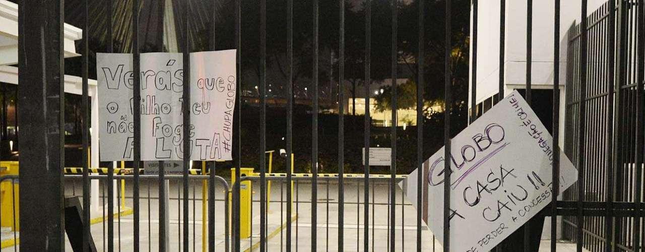 São Paulo -  Durante o ato, um grupo pichou críticas à Rede Globo nos muros, mas não houve confronto com a Força Tática da Polícia Militar, que fazia a segurança ao redor do local