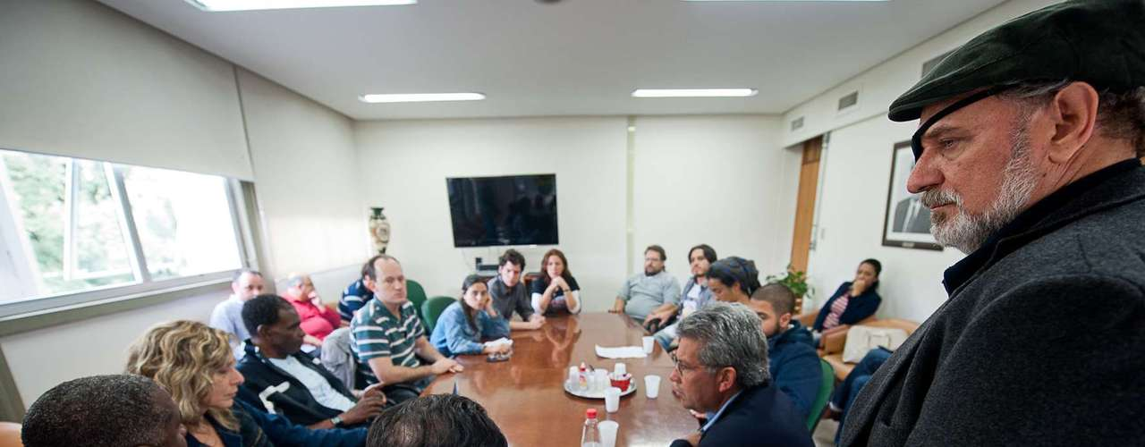 13 de julho - Manifestantes e vereadores se reuniram novamente neste sábado para discutir desocupação da Câmara de Vereadores de Porto Alegre (RS)