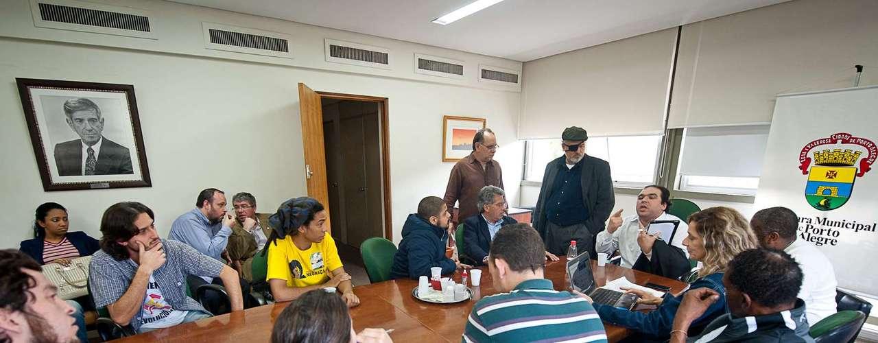 13 de julho - Após a negativa, vereadores encerraram as negociações e acionaram a Justiça para garantir a desocupação do local