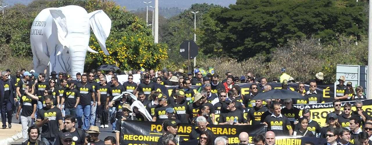 16 de julho - Brasília teve marcha pela reforma da Polícia Federal e lançamento da Frente Parlamentar de Apoio à Reestruturação da Polícia Federal nesta terça-feira