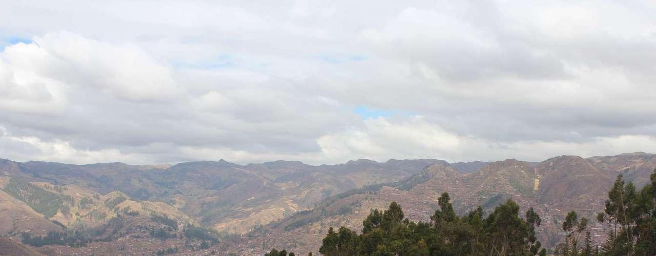 De Puka Pukaratambém é possível ter uma bela vista das montanhas da região