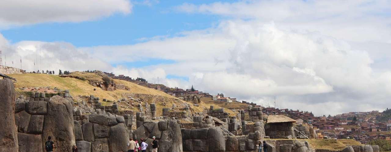 Localizado a dois quilômetros de Cusco, Saqsaywaman é um dos sítios arqueológicos mais importantes do Peru
