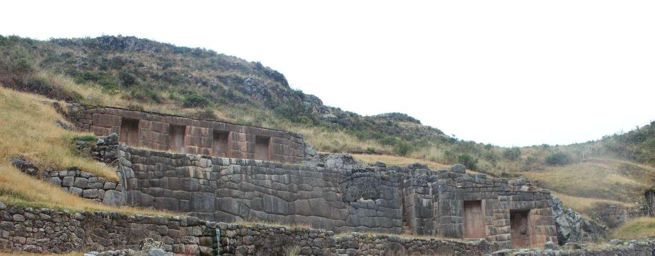 A cerca de oito quilômetros de Cusco, Tambomachay originalmente era dedicado ao culto à água e a regeneração da terra